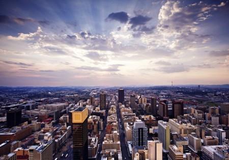 Quốc gia này luôn sẵn sàng cung cấp các đặc quyền về tài chính cho người nước ngoài, 47% người mới đến chia sẻ việc định cư tại Nam Phi mang lại cuộc sống xa xỉ hơn và thu nhập được cải thiện đáng kể.