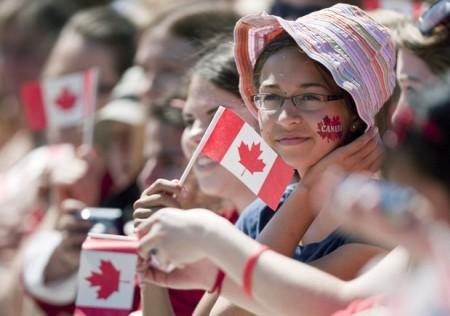 Phần lớn dân nhập cư Canada đều khẳng định điều kiện làm việc tại đây rất tốt và tỷ lệ công việc với cuộc sống hàng ngày luôn cân bằng. 30% số này nhận định, họ đang quan tâm tới việc hoàn thành thủ tục để ở lại Canada dài hạn.