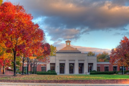 http://dantri4.vcmedia.vn/i:yT0YJzvK8t63z214dHr/Image/2012/04/University-of-Virginia_951ab/7-university-of-virginia.jpg