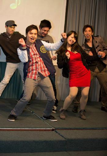Đến với cuộc thi, các bạn trẻ đã đầu tư rất kĩ về vũ đạo và trang phục