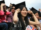Tỷ lệ sinh viên Châu Á có bằng đại học tăng cao
