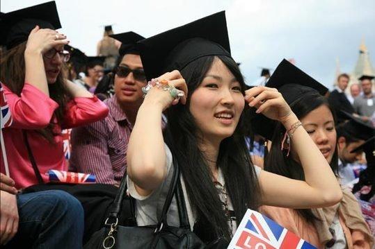 Sinh viên châu Á vượt mặt phương Tây