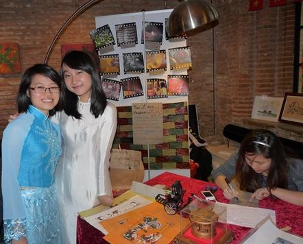 Các tiết mục của sinh viên Việt Nam nhận được sự quan tâm đặc biệt của bạn bè quốc tế