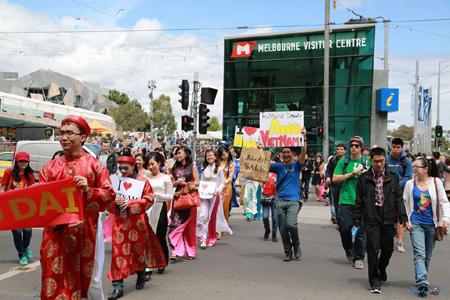 Áo dài Việt trên những con phố Melbourne…