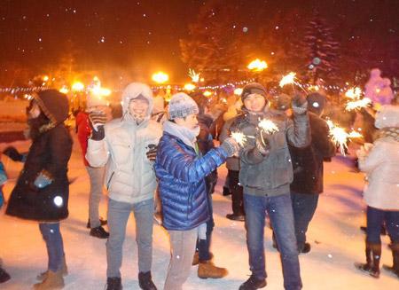 Những người Việt trẻ hòa chung không khí đón mừng năm mới tại Nga