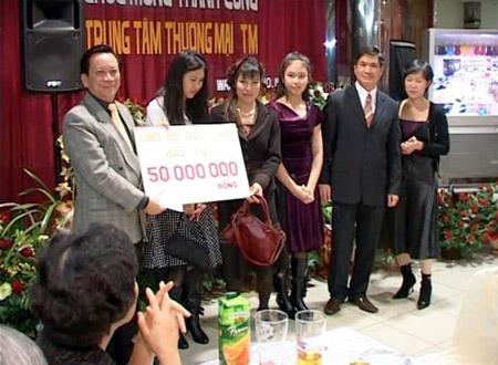 Nể phục cô gái Việt xinh xắn, đa tài