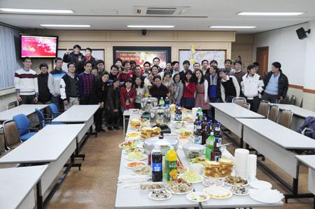Giao thừa ấm cúng cùng sinh viên Việt tại Ulsan, Hàn Quốc 13