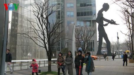 Trên đường phố ở thủ đô Seoul (Hàn Quốc)