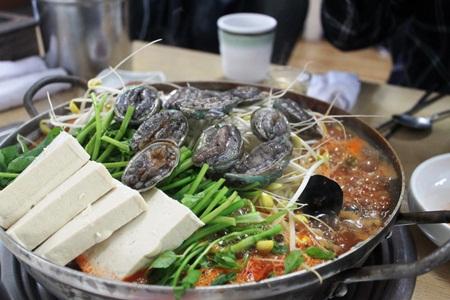 Món hải sản sống đặc trưng Jeju