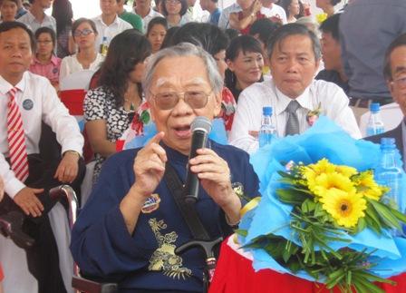 """GS Trần Văn Khê: """"Dù đi đâu, ở đâu thì tôi vẫn là người Việt Nam và hướng về đất nước""""."""