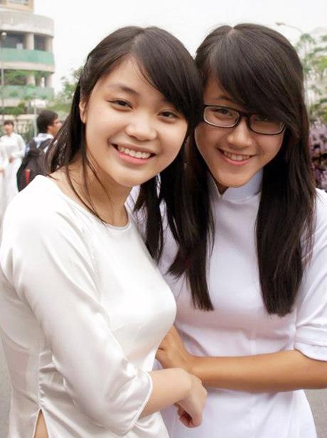 Kim Anh và bạn học trong một hoạt độngtại trường Ams.