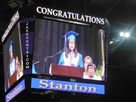 Lễ tốt nghiệp của Tường Vân được truyền hình trực tiếp.