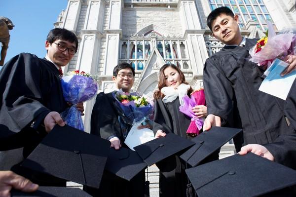 Ngôi trường ĐH danh tiếng của Kyunhyun (Suju) vừa tốt nghiệp 8