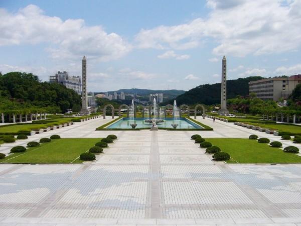 Ngôi trường ĐH danh tiếng của Kyunhyun (Suju) vừa tốt nghiệp 12