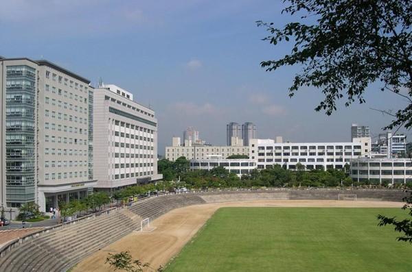 Ngôi trường ĐH danh tiếng của Kyunhyun (Suju) vừa tốt nghiệp 18