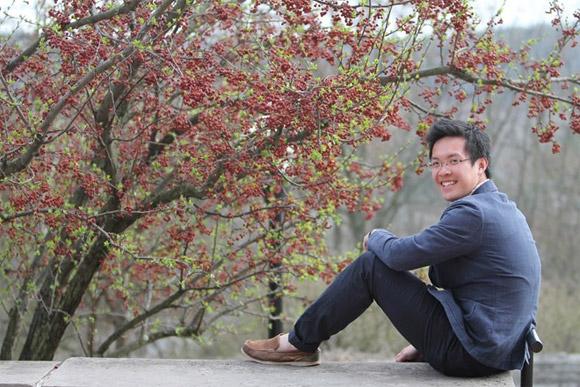 XONG  COP Chàng du học sinh răng khểnh làm chủ bút báo trường tại Mỹ