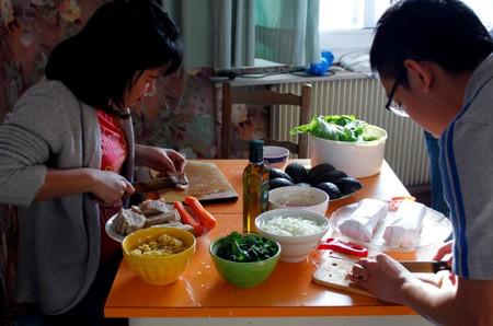 """Tay nghề nấu ăn của các bạn du học sinh sau quãng thời gian """"lăn vào bếp"""""""