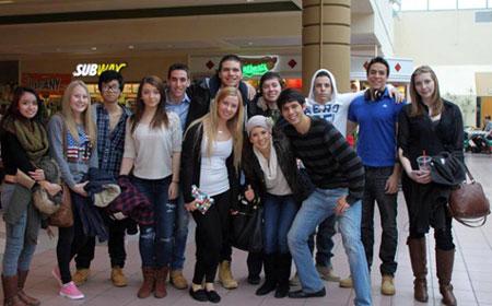 Đi shopping cùng các bạn Mỹ