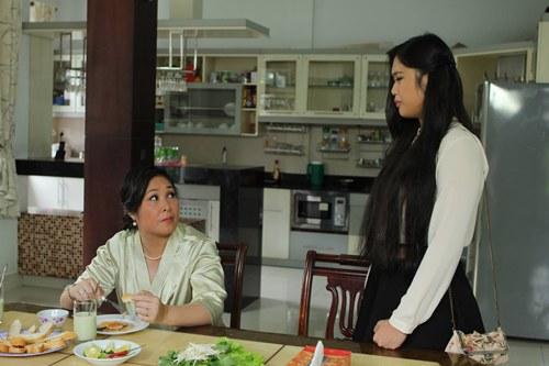 Xí Ngầu cùng mẹ trong 1 cảnh quay.