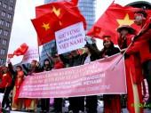 DHS Việt ở Đức tuần hành vì biển đảo Tổ Quốc