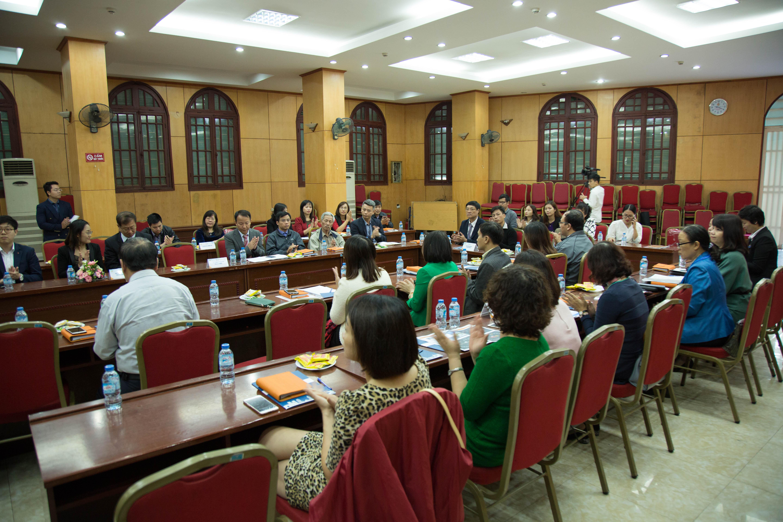 Hội thảo thu hút sự tham dự của hơn 40 đại biểu đại diện các trường THPT trên địa bàn thành phố