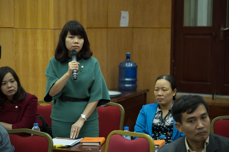 Thầy cô nhiệt tình đưa ra các câu hỏi về học bổng Sogang