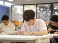 Học sinh thi 1
