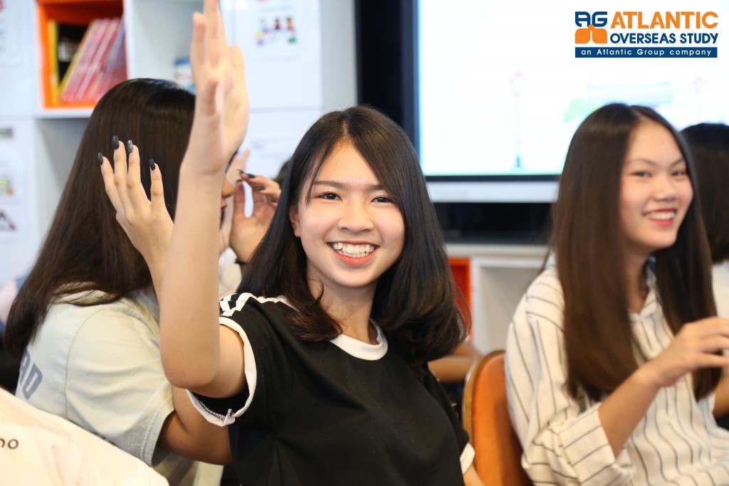 Các bạn học sinh hào hứng tham gia Trò chơi Tôi yêu Nhật Bản 2019