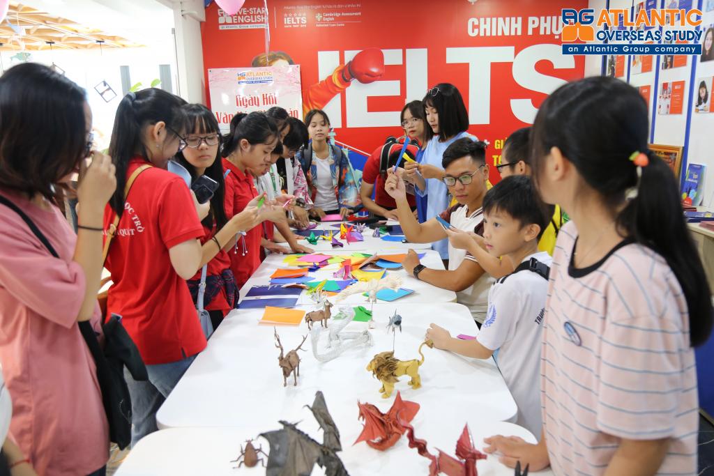 Tham gia nghệ thuật gấp giấy truyền thống Origami 2019