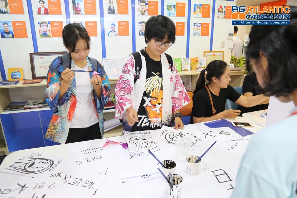 Tự tay trải nghiệm viết thư pháp truyền thống Nhật Bản 2019